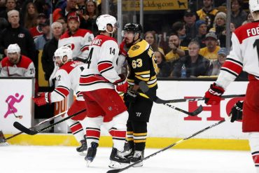 Experience-Proving-Vital-in-Bruins-Hurricanes-Eastern-Conference-Final
